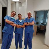 Dr n.med Paweł Morawski gościnnie na sali operacyjnej w szpitalu Medfemina