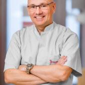 dr Artur Kucharski
